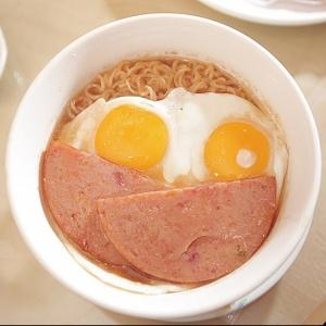 Instant Noodles with Egg & Spam [餐蛋公仔麵]
